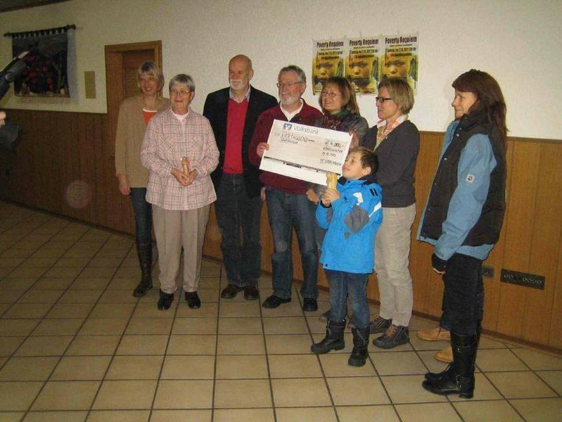 Männerchor Quirrenbach überreicht 4000€ Spende an Shangilia