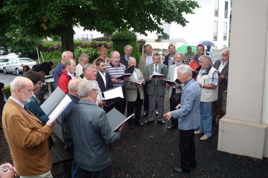 Dem Regen und der Sommerpause getrotzt, 20 Sänger beim Kapellenfest