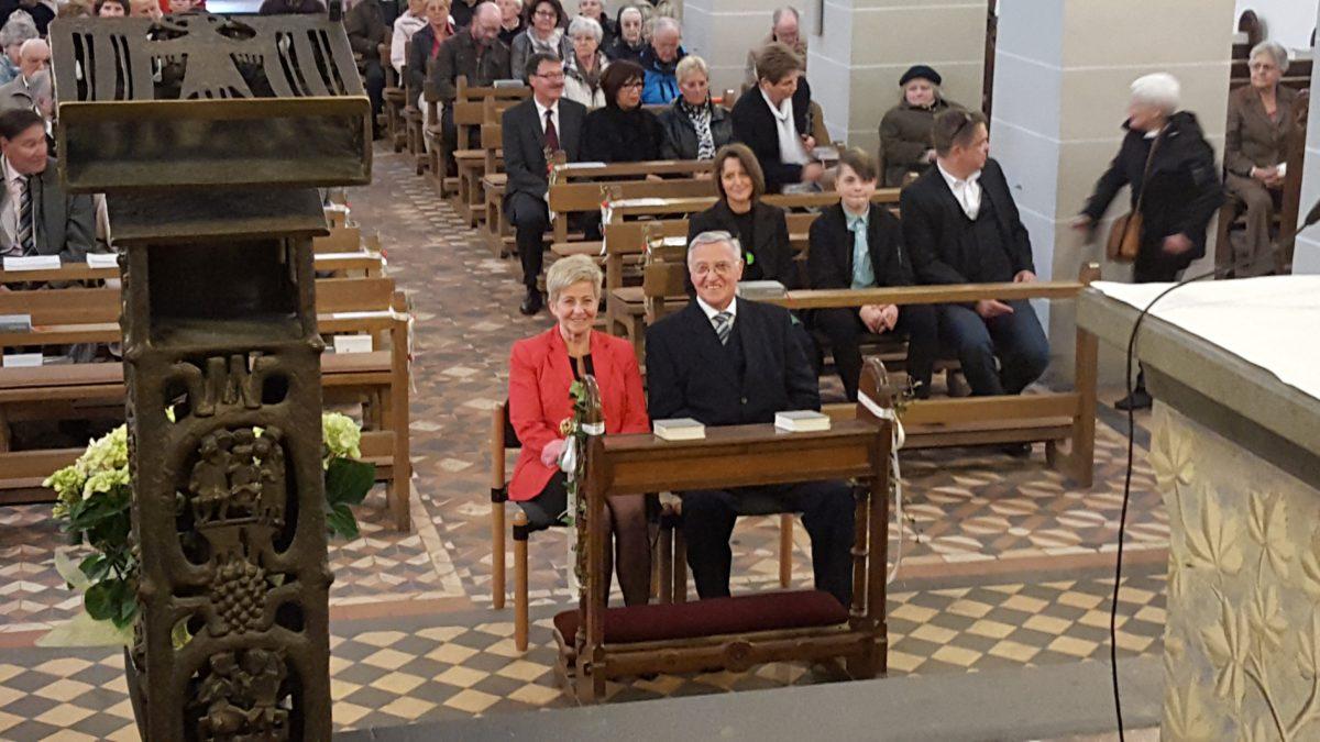 Männerchor singt zur Goldhochzeit von Johannes und Gisela Winterscheidt
