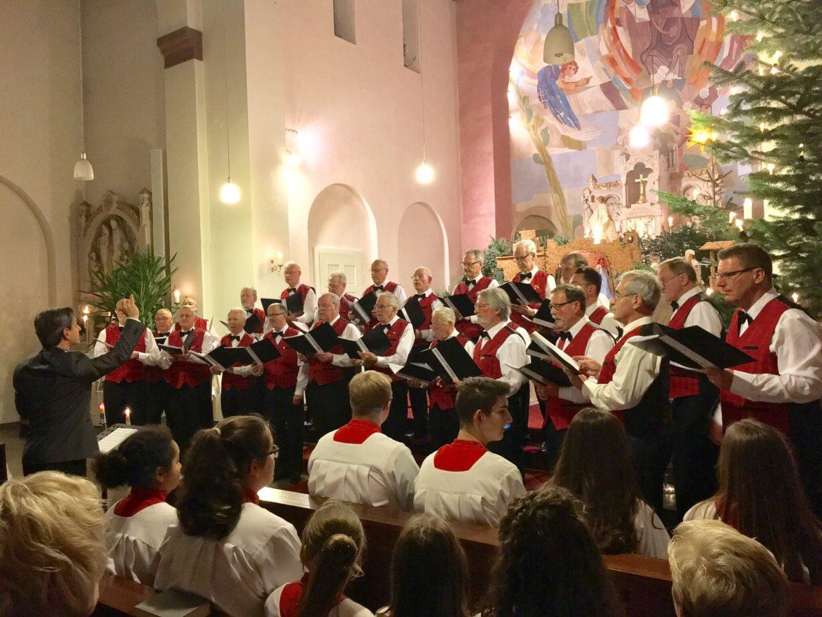 Kleines Weihnachtskonzert vor voller Kirche